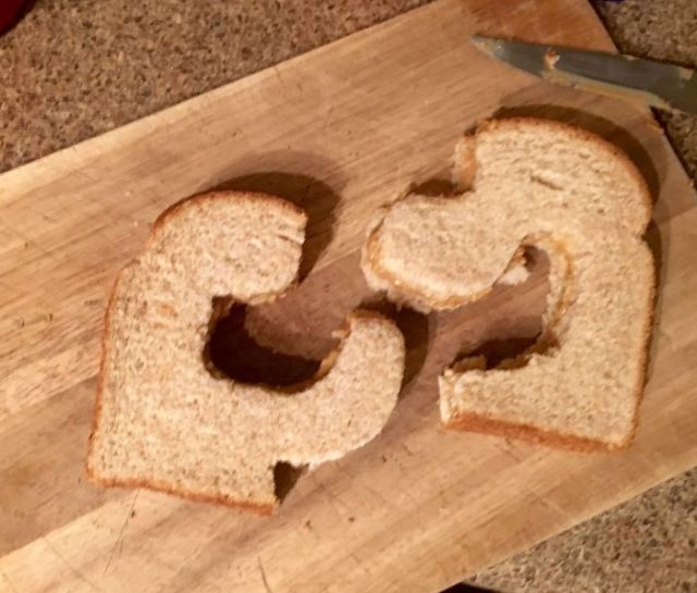 Me solicitó que le cortase el sandwich por la mitad, no especificó como