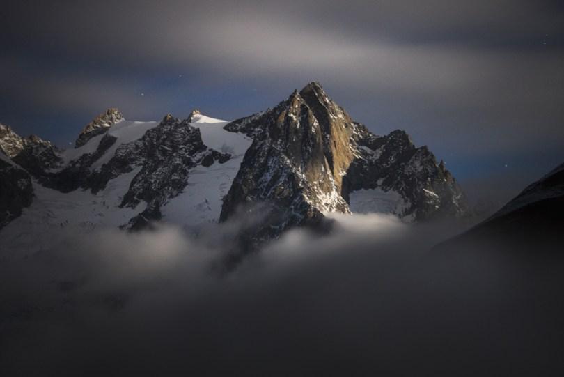11 Mont Gruetta at Moonlight 59f348733f07a  880 - O mundo acima das nuvens