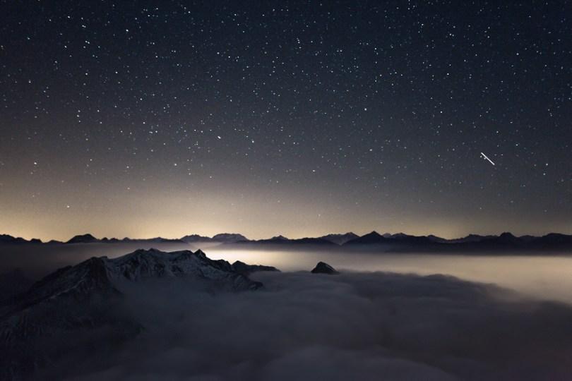 Noite acima das nuvens