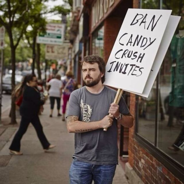 Prohibid las invitaciones del Candy Crush