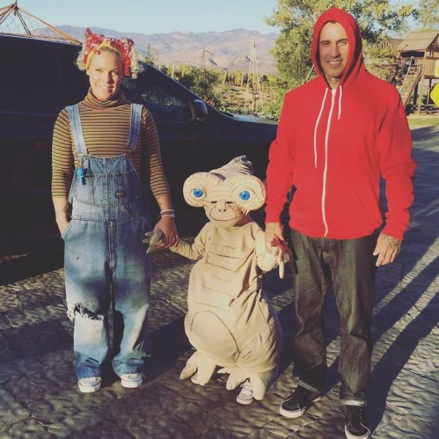 Pink And Her Family As E.T. Characters
