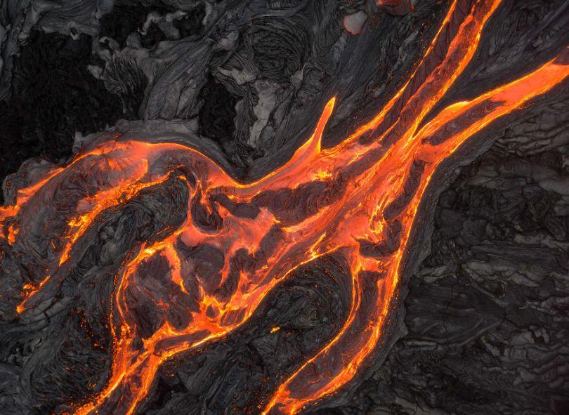 I melted my drone camera flying to close to the lava flows of mount Kilauea Hawaii 59f8c8712b391  880 - Fotógrafo chega muito perto de lava com o seu Drone