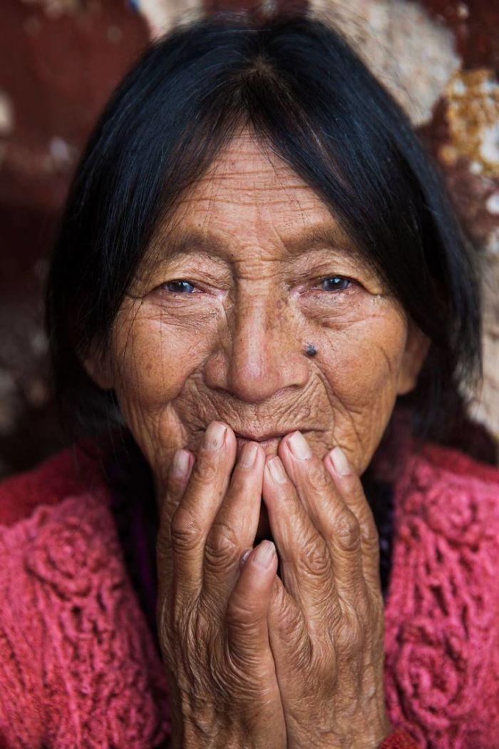 She photographed women in 60 countries to change the way we see beauty 59f044cf4a290  880 - Projeto de fotógrafa romena propõe tirar fotos de mulheres pelo mundo