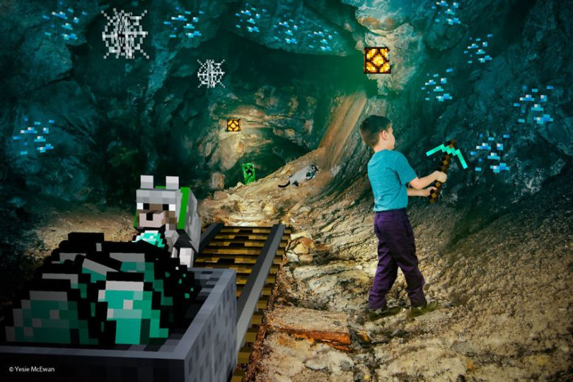 Yesie McEwan 83 59d91ab194e03  880 - Pai cria Minecraft Photo Series com os filhos