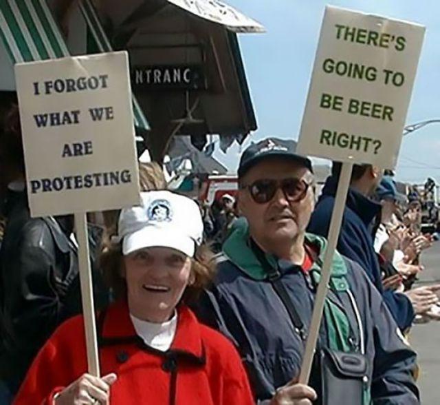 Se me ha olvidado por cuán protestamos / Van a entregar cerveza, ¿verdad?