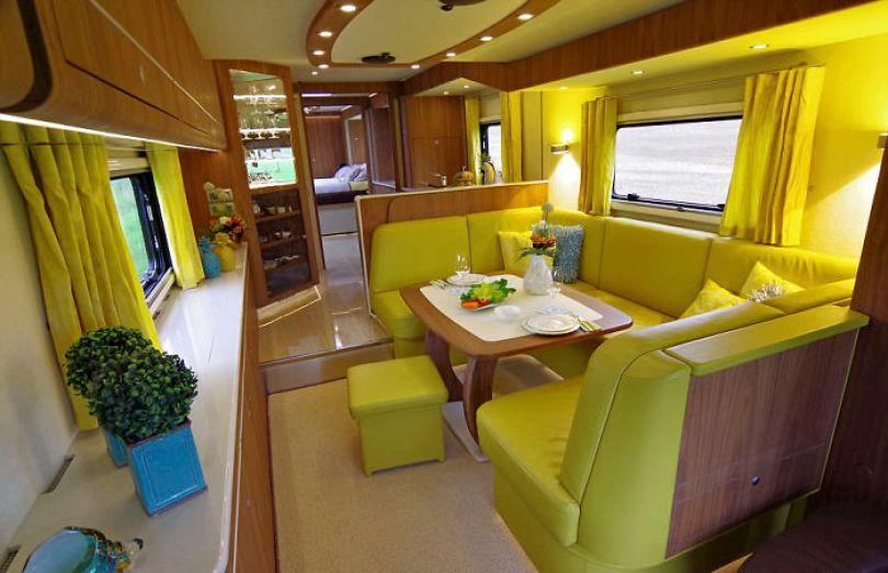 "motorhome garage volkner mobil performance s 3 5a001435020d8  700 - Ônibus ""motorhome"" possibilita guardar carro"