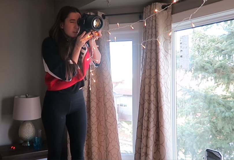 How To Take Amazing Christmas Light Portraits In An Ordinary Bedroom 5a22ab97bb98d  700 - Tutorial de fotografia com linda modelo