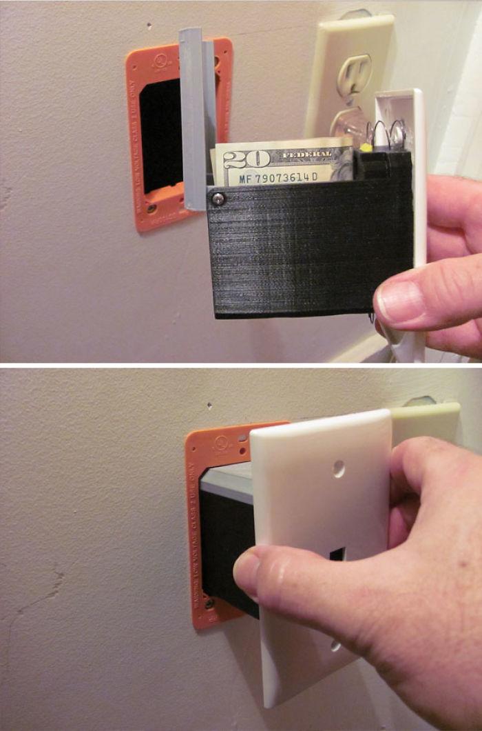 Compartimento secreto en la toma del teléfono