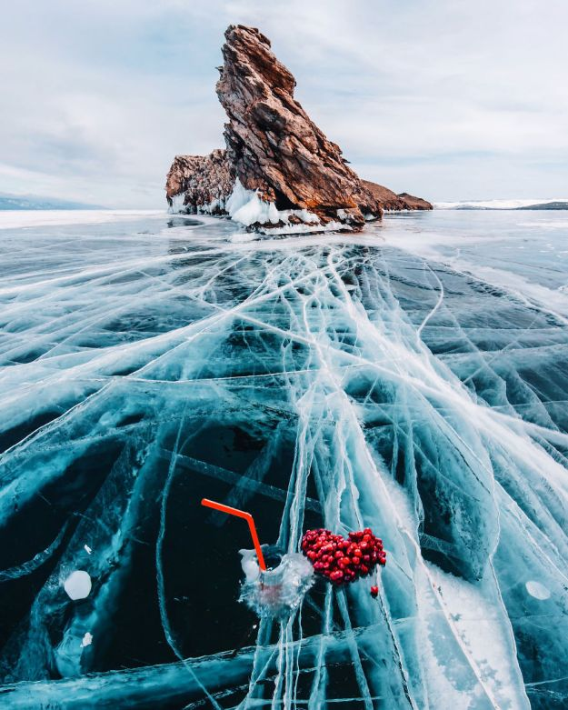 I-Walked-On-Frozen-Baikal-The-Deepest-And-Oldest-Lake-On-Earth-To-Capture-Its-Otherworldly-Beauty-Again-5abcae8488cdb__880 I Walked On Frozen Baikal, The Deepest And Oldest Lake On Earth To Capture Its Otherworldly Beauty Again Design Photography Random