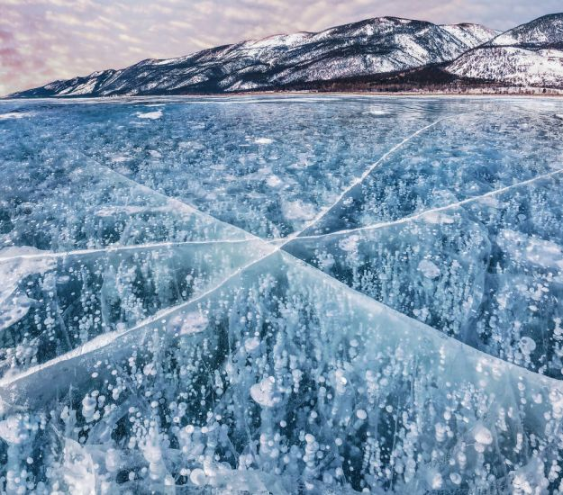 I-Walked-On-Frozen-Baikal-The-Deepest-And-Oldest-Lake-On-Earth-To-Capture-Its-Otherworldly-Beauty-Again-5abcb4b1b983c__880 I Walked On Frozen Baikal, The Deepest And Oldest Lake On Earth To Capture Its Otherworldly Beauty Again Design Photography Random