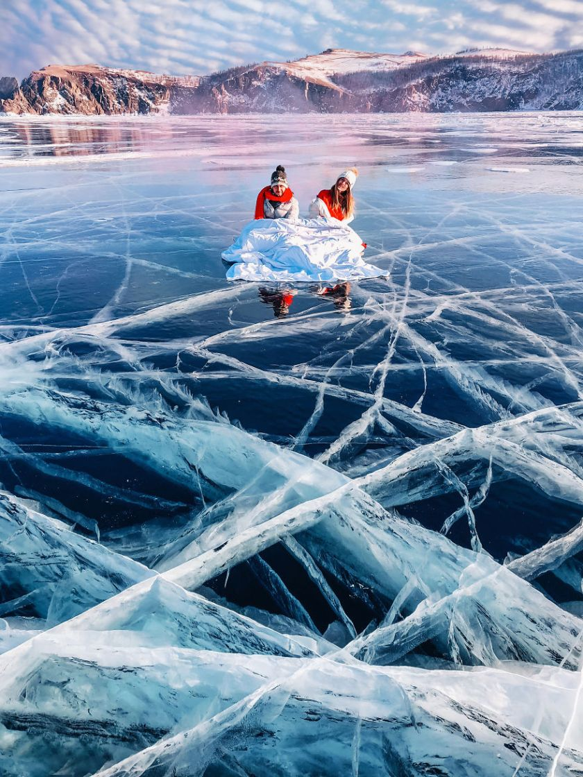 I-Walked-On-Frozen-Baikal-The-Deepest-And-Oldest-Lake-On-Earth-To-Capture-Its-Otherworldly-Beauty-Again-5abcb4b848121__880 I Walked On Frozen Baikal, The Deepest And Oldest Lake On Earth To Capture Its Otherworldly Beauty Again Design Photography Random