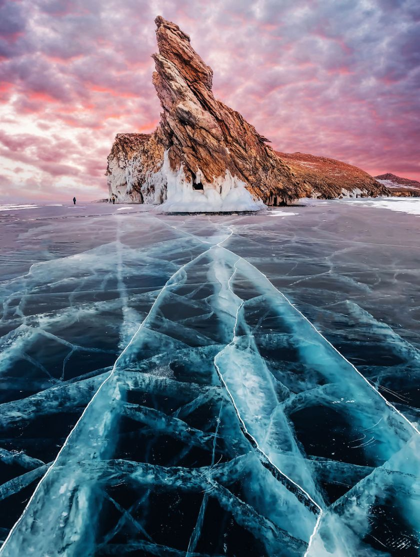 I-Walked-On-Frozen-Baikal-The-Deepest-And-Oldest-Lake-On-Earth-To-Capture-Its-Otherworldly-Beauty-Again-5abcc01832409__880 I Walked On Frozen Baikal, The Deepest And Oldest Lake On Earth To Capture Its Otherworldly Beauty Again Design Photography Random