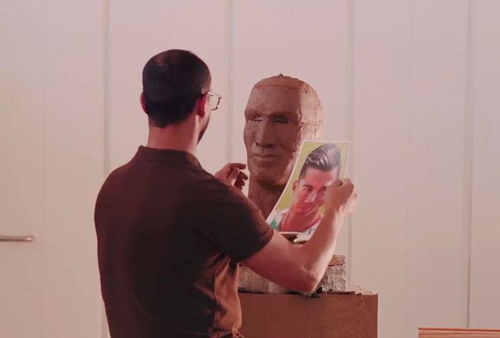 cristiano-ronaldo-new-bust-statue-emanuel-santos-10-5abdf6f529ddd__700 Internet Laughed At This Guy's First Attempt At Cristiano Ronaldo's Bust, So He Tries The Second Time Art Design Random