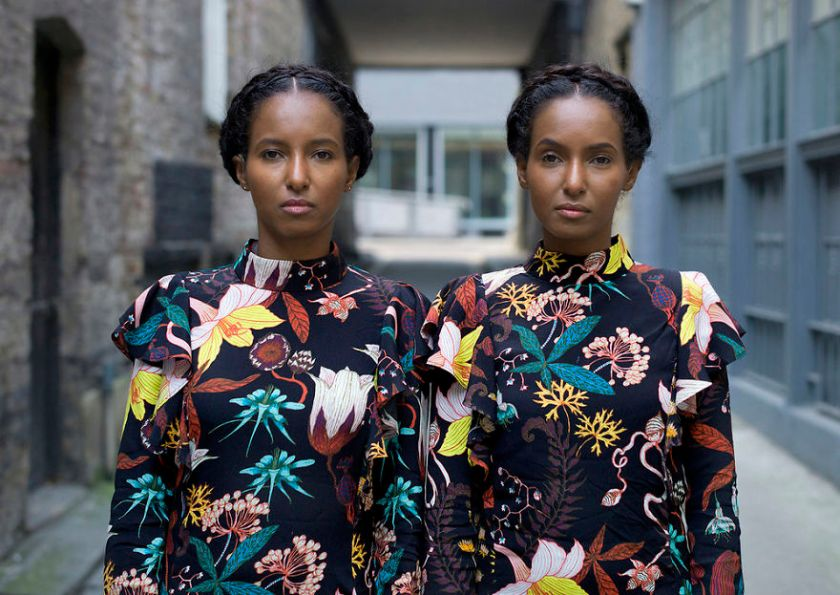london-identical-twin-portraits-alike-but-not-like-peter-zelewski-10-5abb65cf2847b__880 Portraits Of Identical Twins Show Just How Different They Are Art Design Photography Random