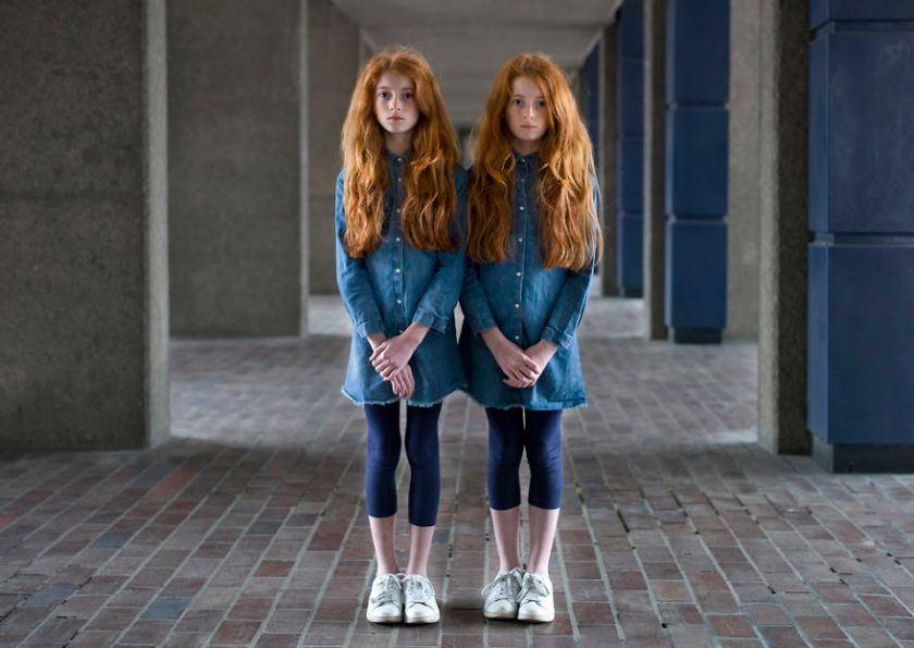 london-identical-twin-portraits-alike-but-not-like-peter-zelewski-6-5abb65c795233__880 Portraits Of Identical Twins Show Just How Different They Are Art Design Photography Random