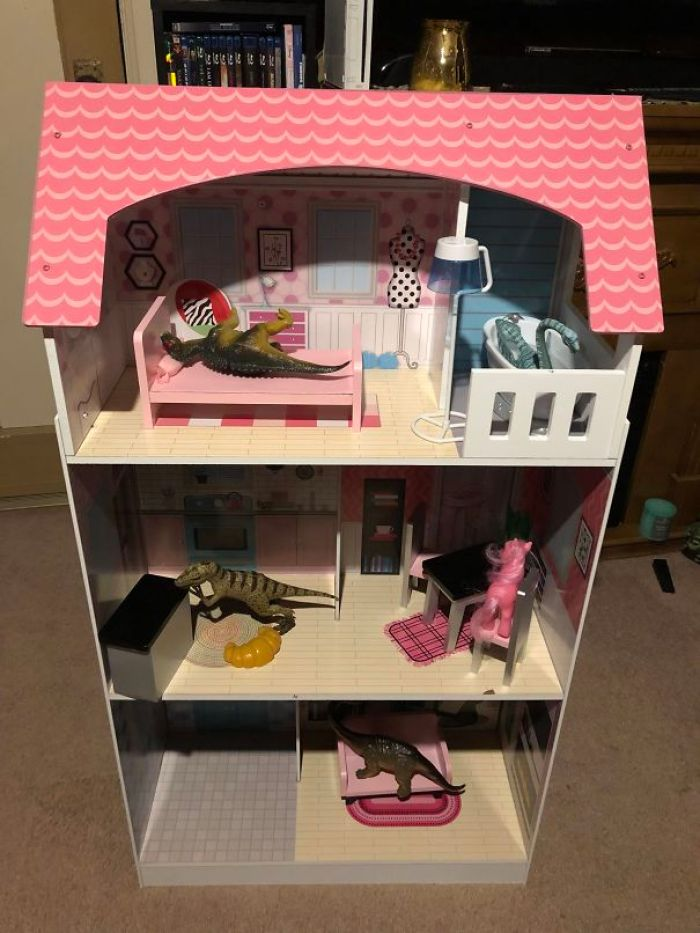 My 7-Year-Old Sister Loves Dinosaurs But My Parents Got Her A Dollhouse For Christmas. This Is What I Came Home To Tonight