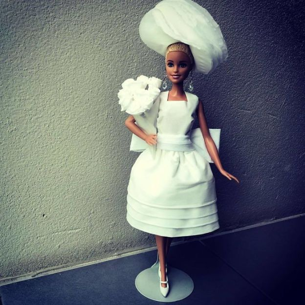 BcrRUbfFn7m-png__700 Man Uses Toilet Paper And Tissues To Create Wedding Dresses For His Barbies, And Result Is Amazing Art Design Random