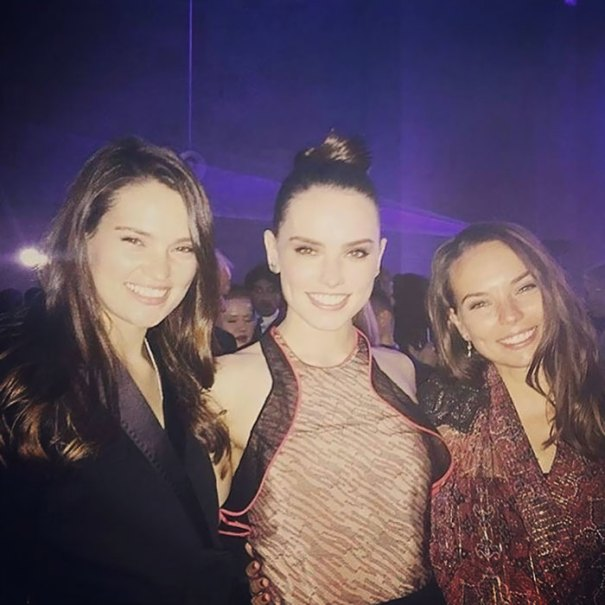 Daisy Ridley With Her Sisters Kika And Poppy