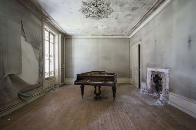 requiem-pour-pianos-10-5adc42482cc52__700 I Travel Through Europe In Search Of Forgotten Pianos In Abandoned Places Design Photography Random