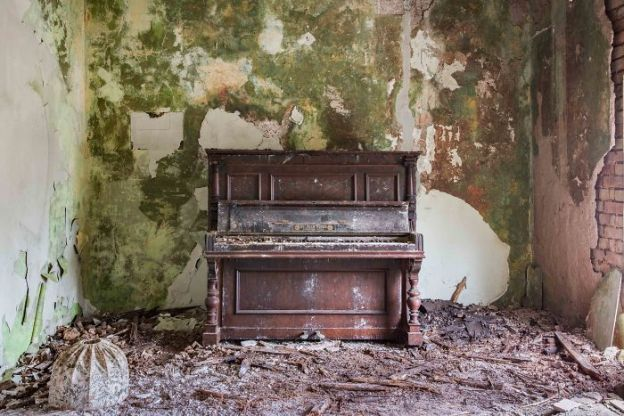 requiem-pour-pianos-21-5adc4273dc542__700 I Travel Through Europe In Search Of Forgotten Pianos In Abandoned Places Design Photography Random