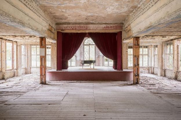 requiem-pour-pianos-38-5adc431fc0122__700 I Travel Through Europe In Search Of Forgotten Pianos In Abandoned Places Design Photography Random