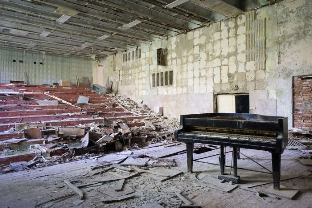 requiem-pour-pianos-5-5adc41e7af46a__700 I Travel Through Europe In Search Of Forgotten Pianos In Abandoned Places Design Photography Random