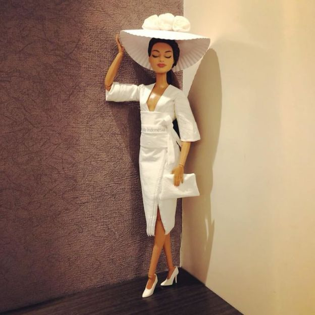 tissue1-5ac2392cc3ec5__700 Man Uses Toilet Paper And Tissues To Create Wedding Dresses For His Barbies, And Result Is Amazing Art Design Random