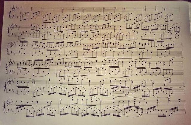 Escribo partituras a mano empleando carboncillo. La última, el Canon de Pachelbel