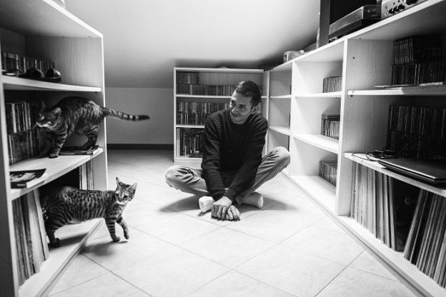 DSCF2180-5b02f1c30a431__700 I Photograph Men With Their Cats And The Result Is Cuteness Overload! Design Photography Random