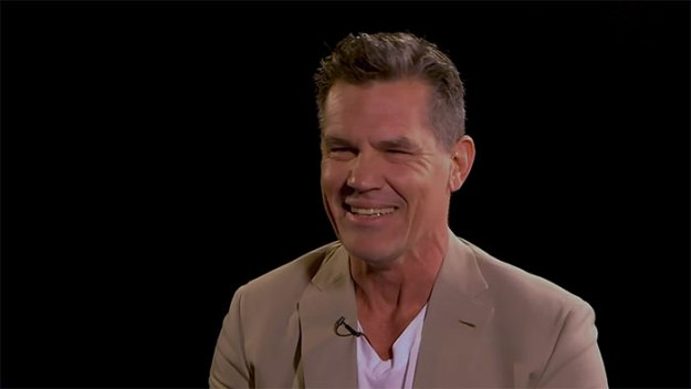 funny-insult-playground-ryan-reynolds-josh-brolin-5-5afc2d0622179__700 Ryan Reynolds And Josh Brolin Take Turns Insulting Each Other, And It Escalates Hilariously Design Random