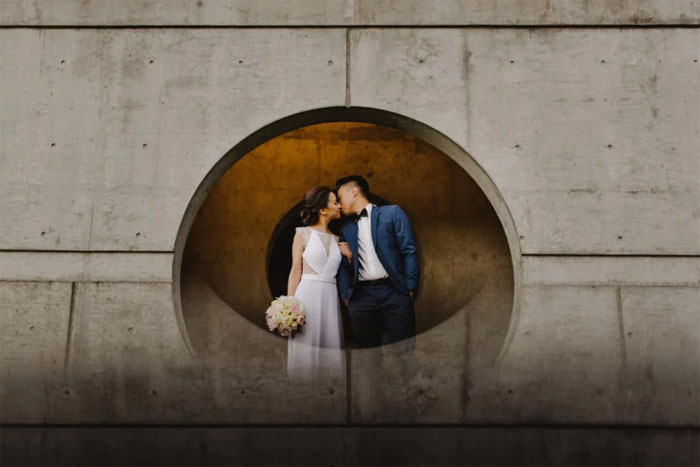 Phone-screen-reflection-trick-wedding-photography-mathias-fast-32