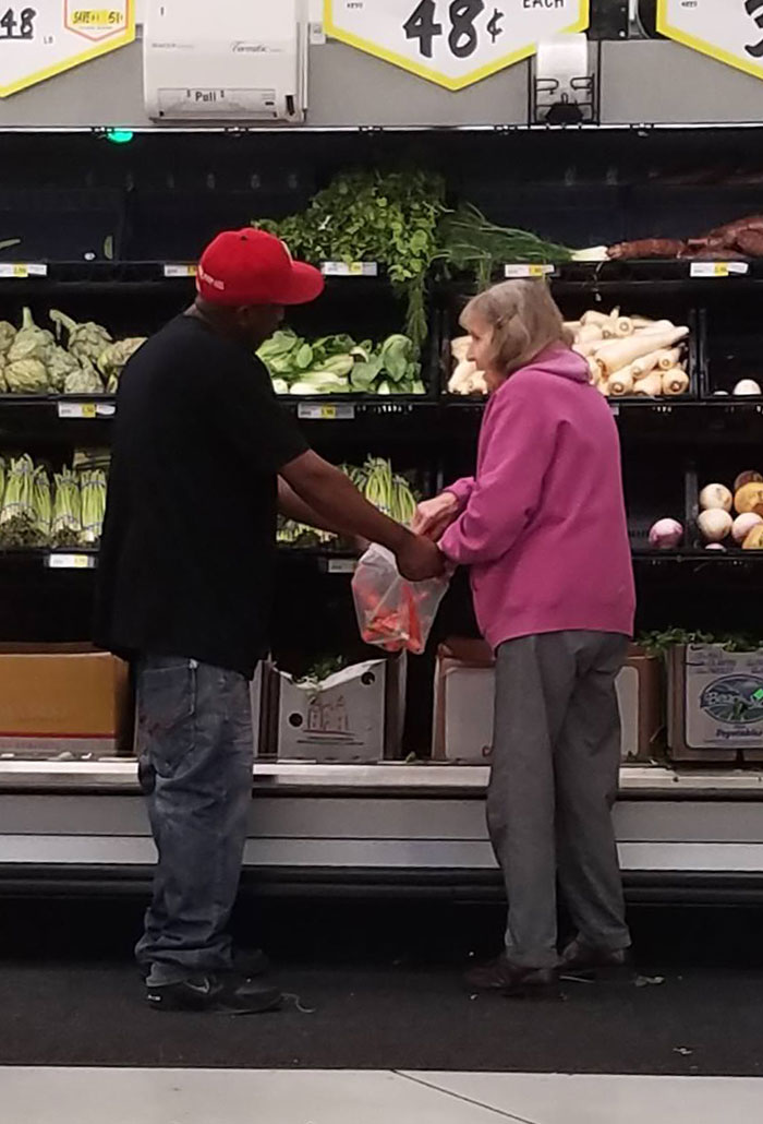 Dude Saw A Little Old Lady Was Having Trouble Bagging Some Stuff So He Stopped And Held Her Bag Open For Her. Small Act But Man Did It Make My Day