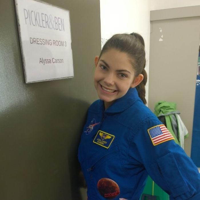 BhKX0B2Hm q png  700 - Conheça a possível menina astronauta da NASA que viajará a Marte em 2033