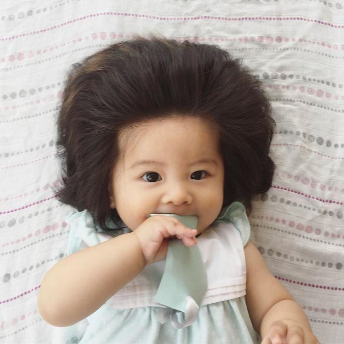 This baby hairy will be the cutest thing youll ever see today 5b503036a874c  700 - Ela ficou conhecida na Internet como o bebê mais cabeludo do mundo