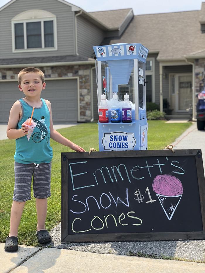 padre hijo vendiendo conos de nieve negocio Emmett (4)