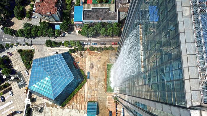 maciço-artificial-cachoeira-arranha-céu-china-guiyang-32