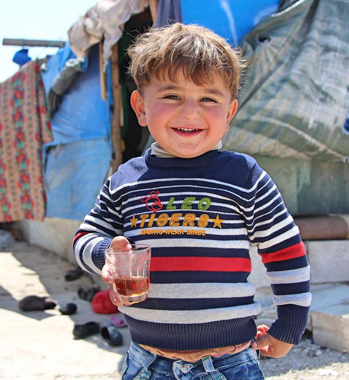 """"""" Si tuviera un superpoder, sería volar """" . ¡Les diría a otros niños de todo el mundo que vengan a jugar conmigo y a mis hermanas, y que tomen té juntos! """"- Mohamad, refugiado sirio en el Líbano"""