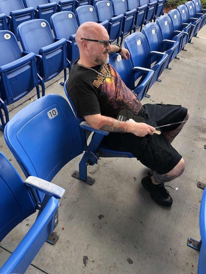 Compró boletos para mí y mi padre para ver un concierto, y este es mi asiento