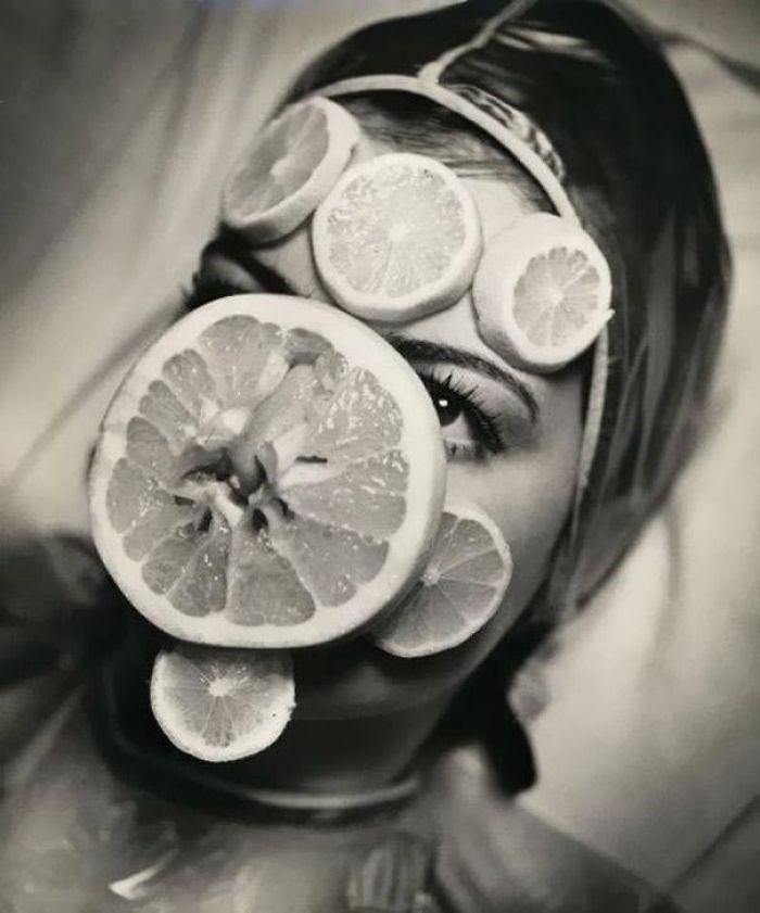 Uma máscara de frutas dos anos 1930