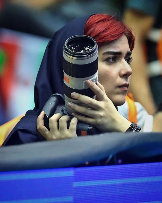 banned-from-stadium-iranian-female-photographer-shoots-football-match-roof11-5b7289c5a06cb__700 The Way This Female Journalist Bends The Rules After Getting Banned From Stadium Is Genius Design Photography Random