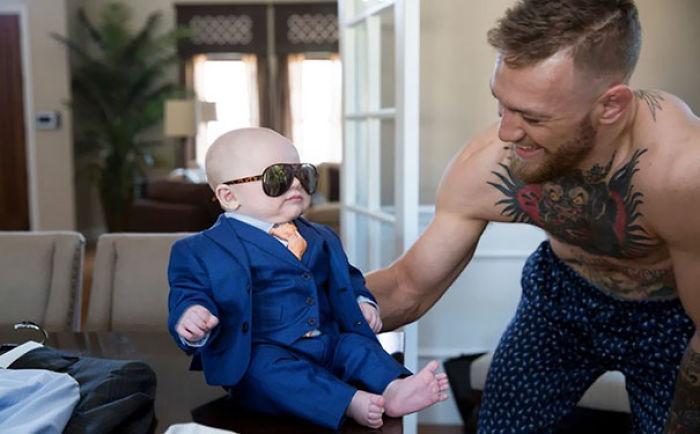 Conor McGregor tiene su hijo recién nacido Un traje de 3 piezas para The Big Fight