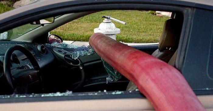 firefighters-break-windows-car-parking-fire-hydrants23