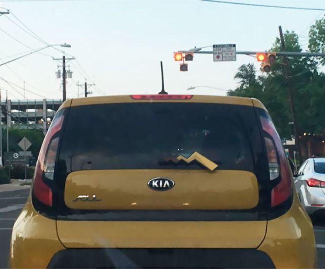 Pikachu en la carretera