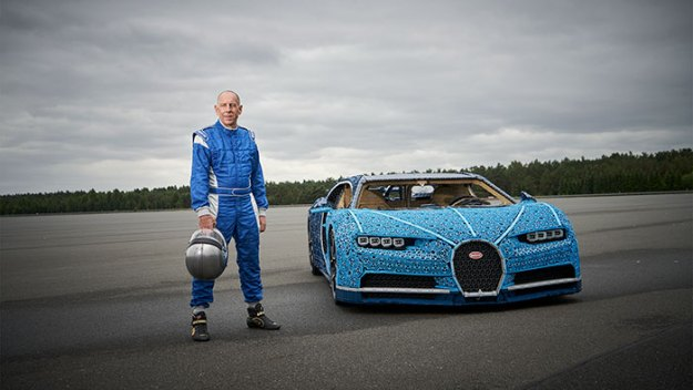 life-size-bugatti-chiron-lego11-5b88ec8745892__700 LEGO Builds Bugatti Chiron From 1,000,000+ LEGO Bricks, And This Test-Drive Video Shows Just How Epic It Truly Is Design Random