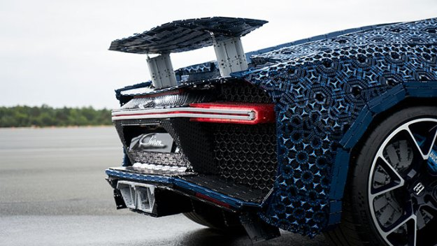 life-size-bugatti-chiron-lego9-5b88ec8364896__700 LEGO Builds Bugatti Chiron From 1,000,000+ LEGO Bricks, And This Test-Drive Video Shows Just How Epic It Truly Is Design Random