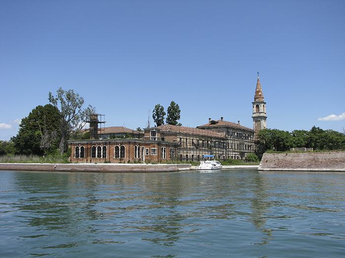 Isla Poveglia, Italia