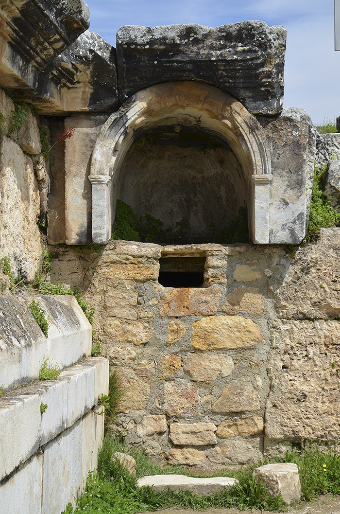Ploutonion en Hierápolis o Puerta de Plutón, Turquía