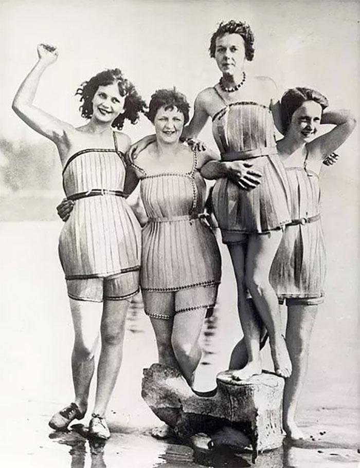 weird things women did vintage pics 15 5b6316e43f1a9  700 - Coisas estranhas do passado a que as mulheres se sujeitaram em nome da beleza (Não se assuste!)