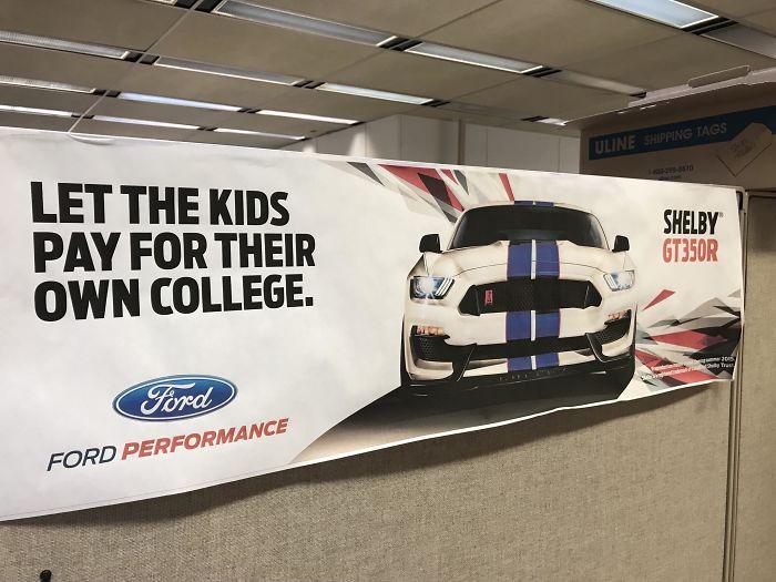 ¿Educación para sus hijos? No importante. Compre nuestro costoso auto en su lugar