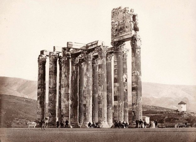 ancient-ruins-mystery-temple-olympian-zeus-athens-5ba35ec075e61__700 Guy Notices Something Odd On Top Of Ancient Greek Temple In 1858 Photo, Makes Fascinating Discovery Design Random